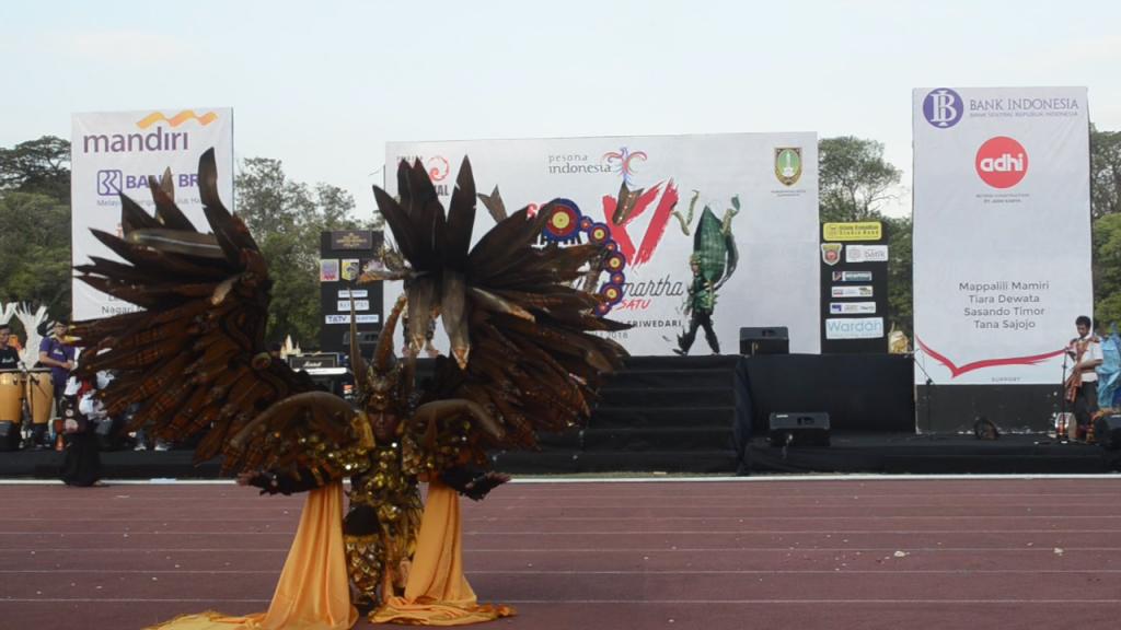 Tampil Bangga dengan Motif Sarung Samarinda di Solo Batik Carnival