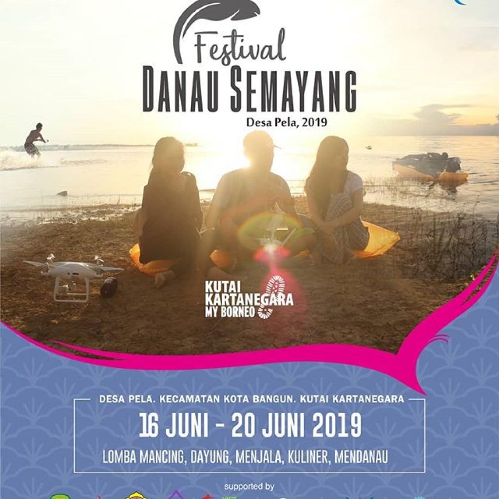 Hadiri Festival Danau Semayang, Kunjungi Desa Pela